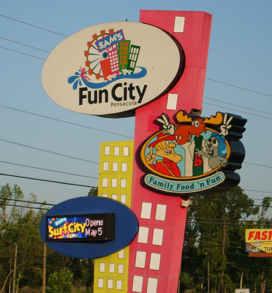 Sams Fun City Sign